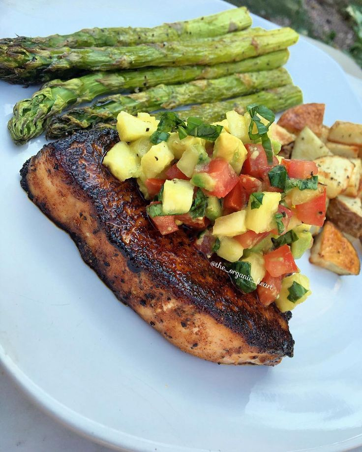 Blackened maple-chili glazed swordfish steaks with an avocado-pineapple salsa served with roasted potatoes and asparagus 😍🙌🏼 .  Ingredients (2 servings): For the steaks: 2 wild-caught swordfish steaks 2 tbsp + 2 tsp 100% pure maple syrup 1 tsp chili powder 1/2 tsp paprika 1/2 tsp stone ground mustard 1/2 tsp garlic powder  1 tsp salt  1/2 tsp black pepper  For the avocado-pineapple salsa: 1/2 avocado, diced 1/2 cup pineapple, diced small  1/2 Roma tomato, diced small  1/2 lemon juiced 4…