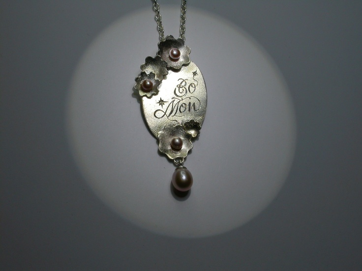 Silver necklace with engravings and pink pearls for a proud grandmother.  Inemoni