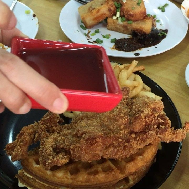 Liquid maple syrup pored by our model hands over the fried chicken and waffles at truly chicken. Is this a texas invention ?  #food #foodie #foodgasm #foodporn #foodstagram #szukini #trulytestkitchen #lunch #dinner #chicken #waffles #maplesyrup #yum #yummy