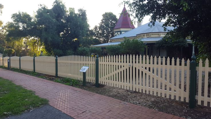 Convex picket fence with windsor pickets and timber capitols