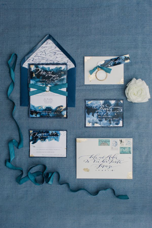 Elegant navy blue wedding invitation suite: http://www.stylemepretty.com/destination-weddings/2015/11/06/elegant-italian-wedding-inspiration/   Photography: Mademoiselle Fiona - mademoisellefiona.com
