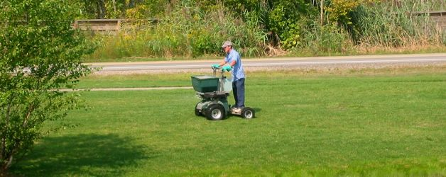 Looking to hire a lawn fertilizing service? Here are the questions you need to ask before you sign a lawn fertilizing contract.
