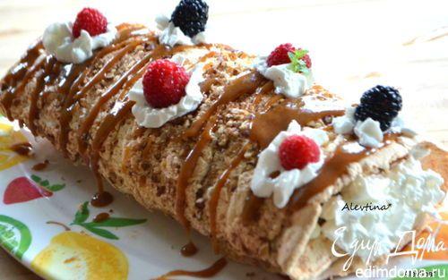 Воздушный рулет с пеканом и ягодами | Кулинарные рецепты от «Едим дома!»