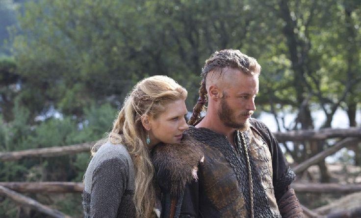Photo de Katheryn Winnick, Travis Fimmel dans la Saison 1 de la série Vikings