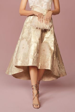 NUDE EVERYTHING! A classic wedding-guest outfit to look elegant and oh-so chic!