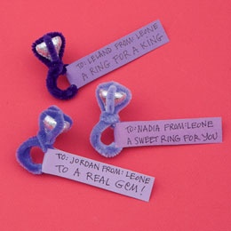 Let Friendship Ring (from Family Fun)  pipe cleaner and a kiss!  Totally going to share this idea with my teenage girls - they still like to give Valentine's at school!