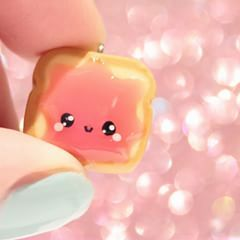Little jelly toast charm from today's #kawaiiFriday 🍓🍞🍓 Hope you'll have a great Friday 😘💕 #jellytoast #foodcharm