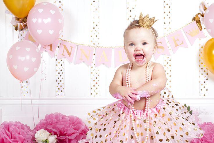 One year old girl cake smash photo shoot!