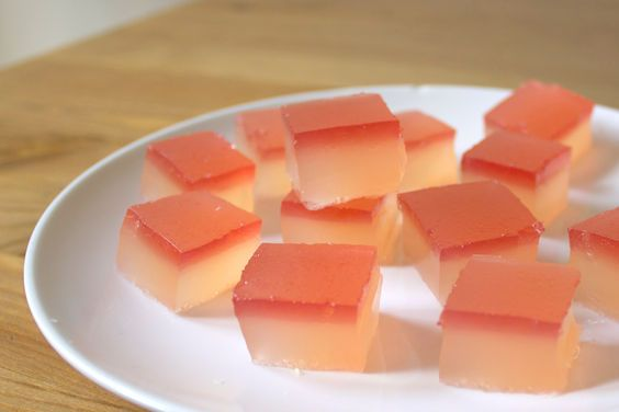 Champagne Rhubarb Jelly Shots -- too prettty not to pin