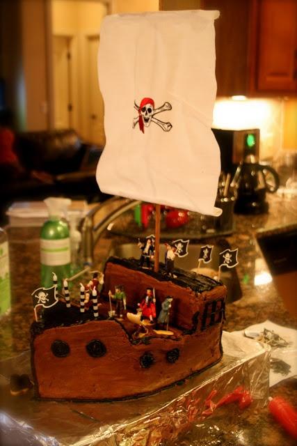 Pirate Ship Cake Tutorial #pirate #party #cake