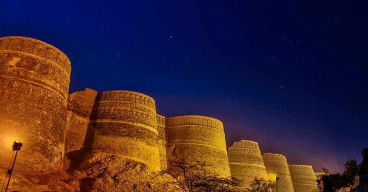 Forte Derawar, Paquistão: Uma estrutura de 30 metros de altura e 1,5 km de circunferência reina solitária em meio ao deserto do Cholistão, a 45 km da cidade de Bahawalpur