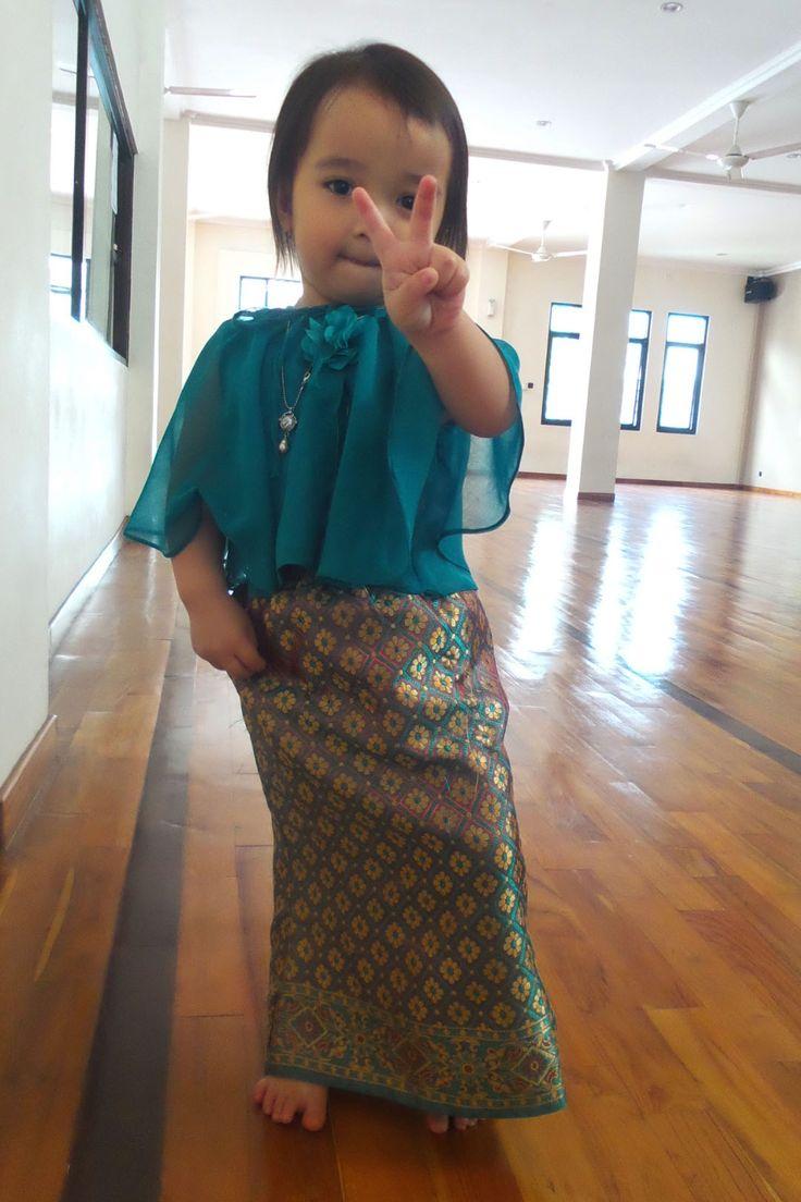 #fashion #kebaya #littledaughter #indonesia #kebayamodern