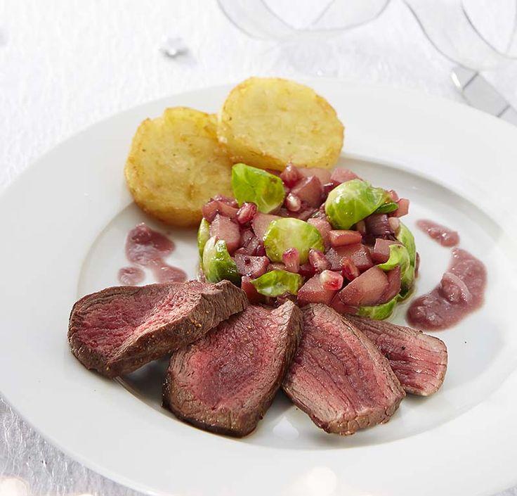 Steak de biche à l'échalote et poêlée de pommes aux choux de Bruxelles | Colruyt