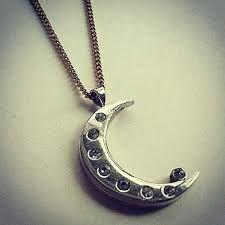 La medallita de soy luna!!!