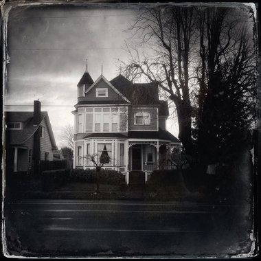 Using the Hipstamatic app to photograph a house in North Portland - Photography Idea #phototip #photography