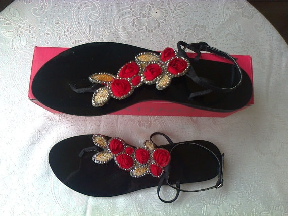 Vintage sandals with roses and rhinestones size US 9  by Lionsoul, €32.00