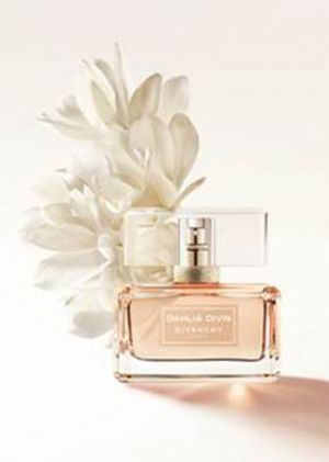 Dahlia Divin Nude Eau de Parfum Givenchy for women (2017)... Dahlia Divin Nude Eau de Parfum by Givenchy is a Floral Fruity fragrance for women. Notes: apricot pulp, orange blossom, osmanthus, sambac jasmine, rose blossom, white musk, white woody notes. Perfume rating: 5.00 out of 5 with 5 votes.