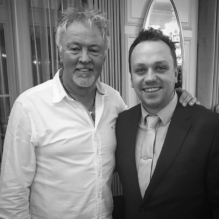 Met the legendary Paul Young who was sat listening to my whole set. Lucky fella!  Was a nice guy had a brief chat about the musicians his family singing along and Frank Sinatra. What a guy!  #ItsChristmasTime #YouMakeMeFeelPaulYoung #Harrods #GeorgianRoom #Restaurant #WhereverILayMyHat #ThatsMyHome #Home #Singers #Singer #Vocalist #SwingSinger #London