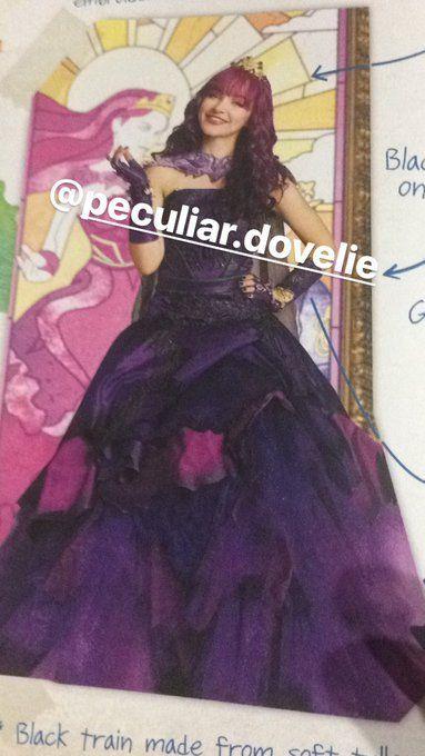 "New Descendants 2 pics from ""Evie's Fashion book""."
