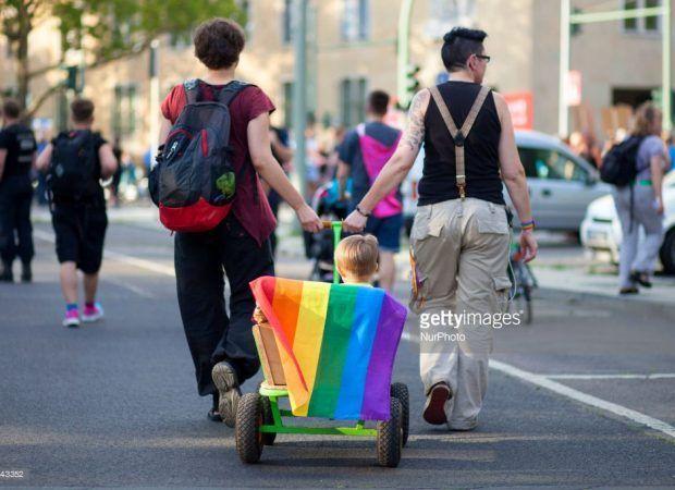 ΕΛΛΗΝΙΚΗ ΔΡΑΣΗ: ΣΥΡΙΖΑ: Προχωράμε για γάμο ομοφυλοφίλων και τεκνοθ...