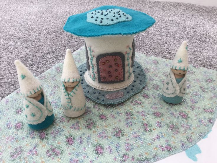 2017-3 Felt Fairy House and Peg People - made by Jan