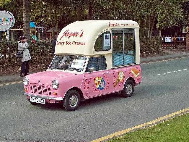 1982.Mini Ice Cream Van. I want one of these LOL! Love Minis, love ice cream :)