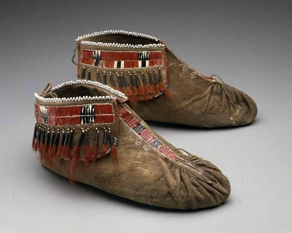 Native American Indian artifact from the Warnock collection - Great Lakes - Central Great Lakes, Santee? Moccasins