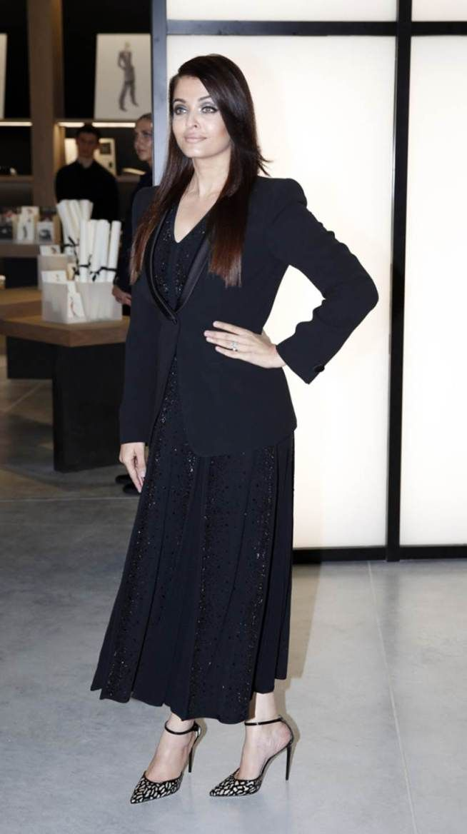 Aishwarya Rai Bachchan at #Armani's 40th anniversary celebrations, shone in a black shimmery dress that she wore with a black blazer and ankle-strap sandals.