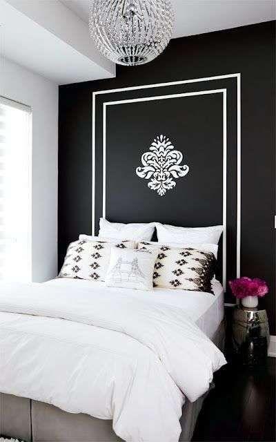 Colori scuri per arredare la camera da letto - Parete nera con decori a contrasto