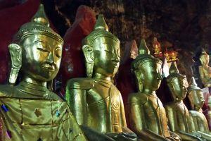Nelle grotte di Pindaya #snapshot #dilloingiruland #raccontirealidiviaggio #diariodiviaggio #partiamoinsieme #travelblog #traveler #traveller # traveling #travelphotography #photo #immagini #luxurytravel #birmania