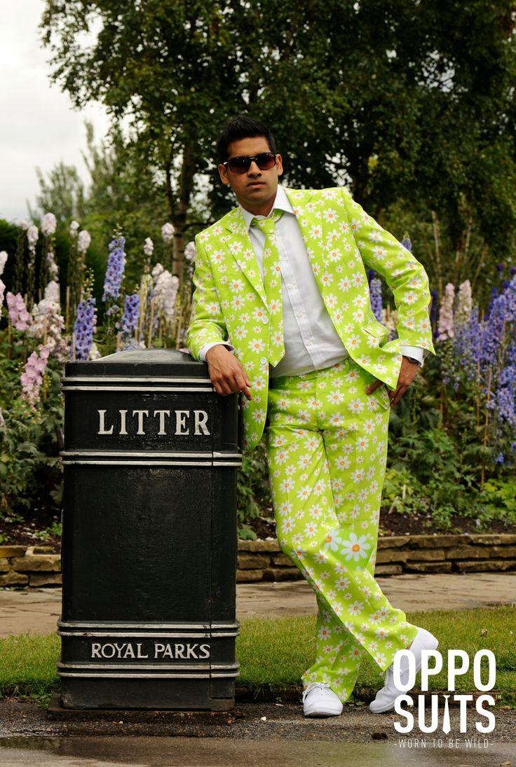 Blomster Jakkesæt. Køb sjove og farverige jakkesæt i Partybutikken. Flot Jakkesæt i god kvalitet. Tør du være anderledes? #herremode #mode #opposuit #kostume #sommerfest