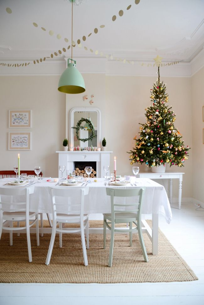 Best 25 christmas dining rooms ideas on pinterest for T shaped dining room