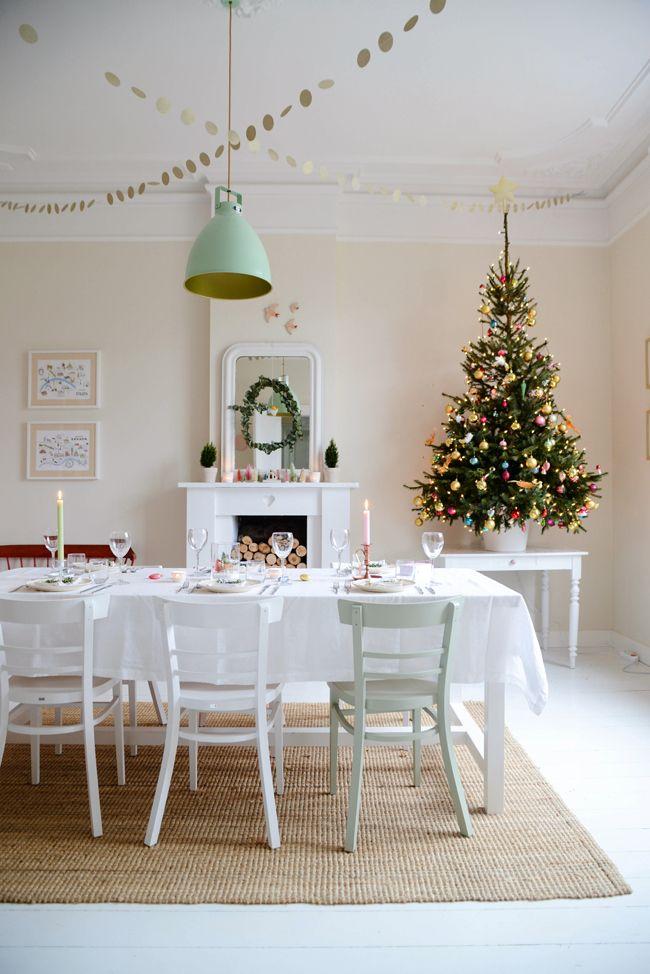 Prachtig versierde diningroom om kerst te vieren. Via Yvestown