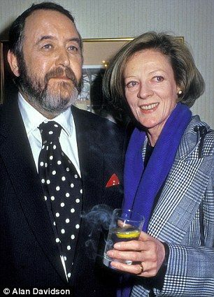 Void: Dame Maggie Smith with her late husband Beverley Cross in 1987...  Damn, I can see my own face in hers. Never realized it as a young woman.