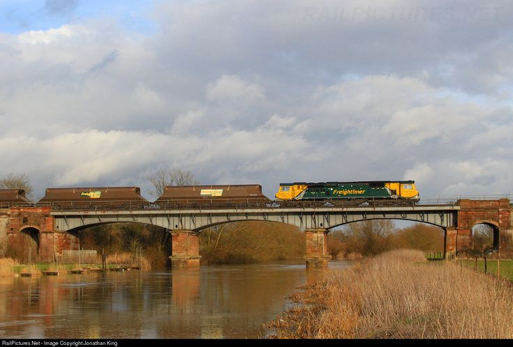 RailPictures.Net Photo: 70003 Freightliner GE Class 70 at Eckington, Worcestershire, United Kingdom by Jonathan King