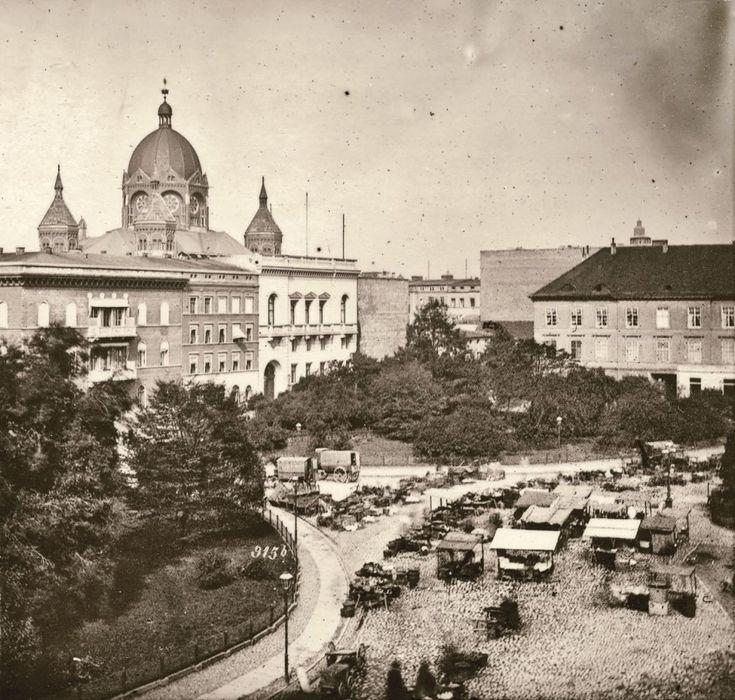 Szerokie ujęcie Tauentzienplatz (dziś pl. Kościuszki), w głębi Nowa Synagoga, zniszczona w 1938 roku     http://wroclaw.wyborcza.pl/wroclaw/5,35762,16955292.html?i=12#ixzz4jcPLHMCe