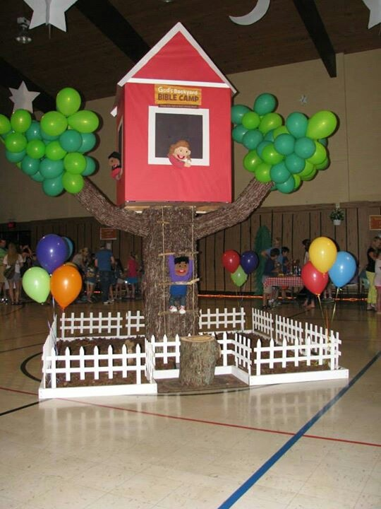 God's Backyard Bible Camp. VBS 2013 at Hendersonville Church of Christ, Hendersonville, TN. tree with balloon leaves and tree house