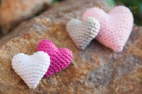 So einfach kannst du ein kleines Herz häkeln, als Deko, Anhänger, Geschenk ode...