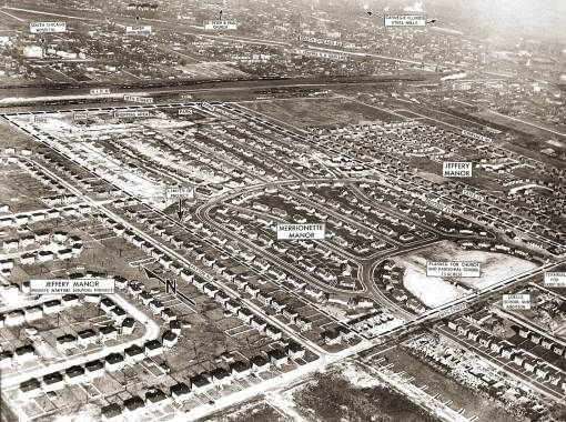 PHOTO - CHICAGO - JEFFERY MANOR  MARRIONETTE MANOR - AS NEW PROJECTS - AERIAL - BOWEN HIGH SCHOOL PAXTON AVE - 1948