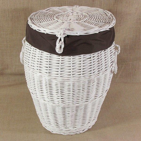 Biały wiklinowy kosz na pranie obszyty materiałem w kol. brązowym