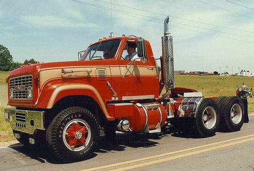 GMC 9500 - don't see these anymore, especially with CA wheels on front.