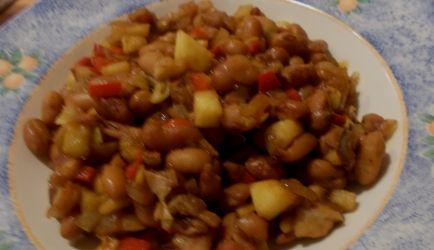 Mijn moeder maakte op zaterdag vaak bruine bonen of capucijners omdat dit behoorlijk snel klaar was en we het allemaal erg lekker vonden. Ik was dit recept...