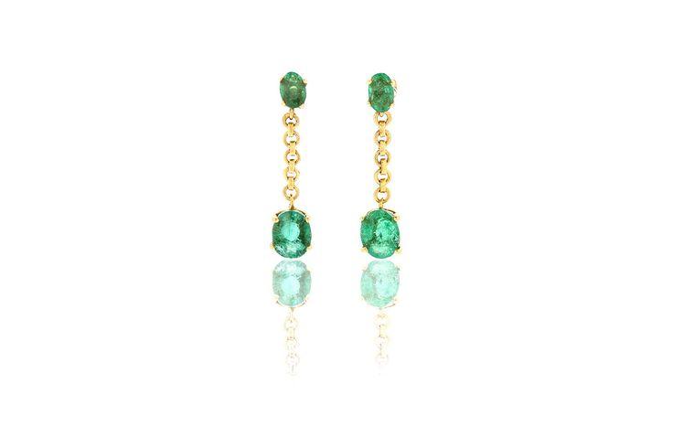 Composizione:orecchini in oro 750, con doppia coppia di smeraldi dello Zambia per un totale di 1.75 carati,uniti da una catenella  Dimensione: 24mm