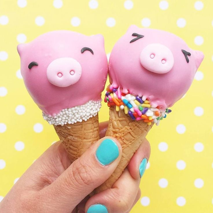 Piggy ice cream cake pops by Vickie Liu  (@vickiee_yo)