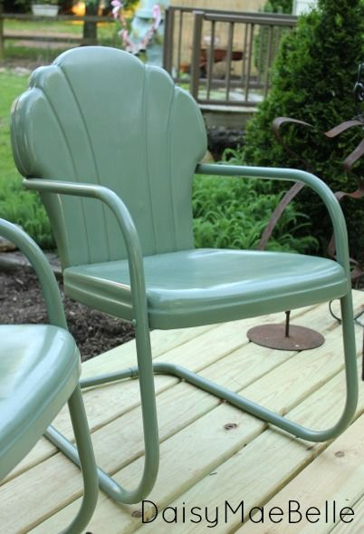How to Paint Metal Chairs.  Good Tutorial and list of 3 products used.  The paint/color is Rustoleum Sage Green.