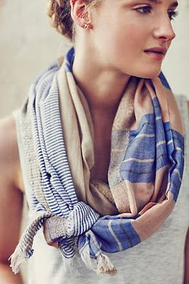 love the way she tied this scarf!: