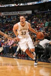NEW ORLEANS, LA - JANUARY 28: Ryan Anderson #33 of the New Orleans Pelicans handles the ball against the Sacramento Kings on January 28, 2016 at the Smoothie King Center in New Orleans, Louisiana. (Photo by Layne Murdoch/NBAE via Getty Images)