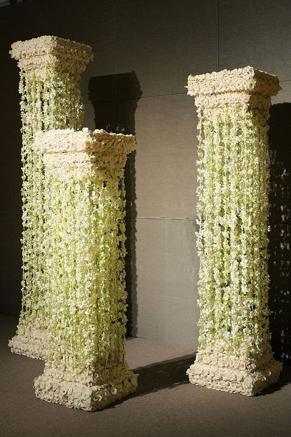 For those insisting on columns for your wedding, this is a more modern and  sophisticated