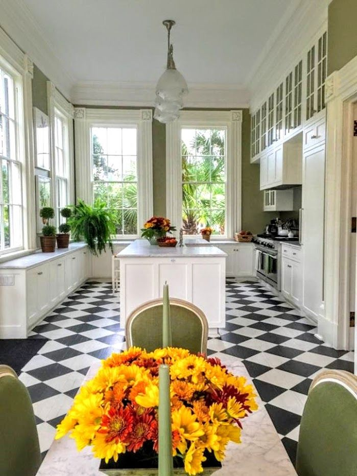 Today is the final chapter in the Charleston Series of beautiful houses.  A few years ago I showcased Carolyne Roehm's latest book that c...