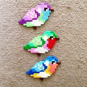 Farbenfrohe Vögel mit Hama Bügelperlen basteln. Coole Bügelperlen Vorlage